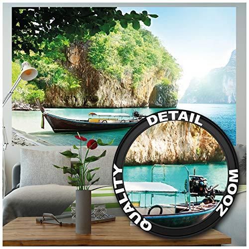 GREAT ART XXL Poster – Fischer-Boot in tropischer Bucht – Wandbild Dekoration Urlaub Reisen Strand Paradies Bay Natur Insel Meer Travel Beach Wandposter Fotoposter Wanddeko (140 x 100 cm)