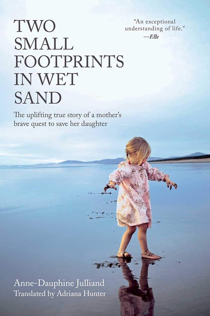通常チキンバンカーTwo Small Footprints in Wet Sand: The Uplifting True Story of a Mother's Brave Quest to Save Her Daughter (English Edition)