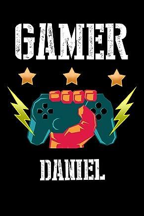 Gamer Daniel: Kariertes Notizbuch mit 5x5 Karomuster für deinen personalisierten Vornamen