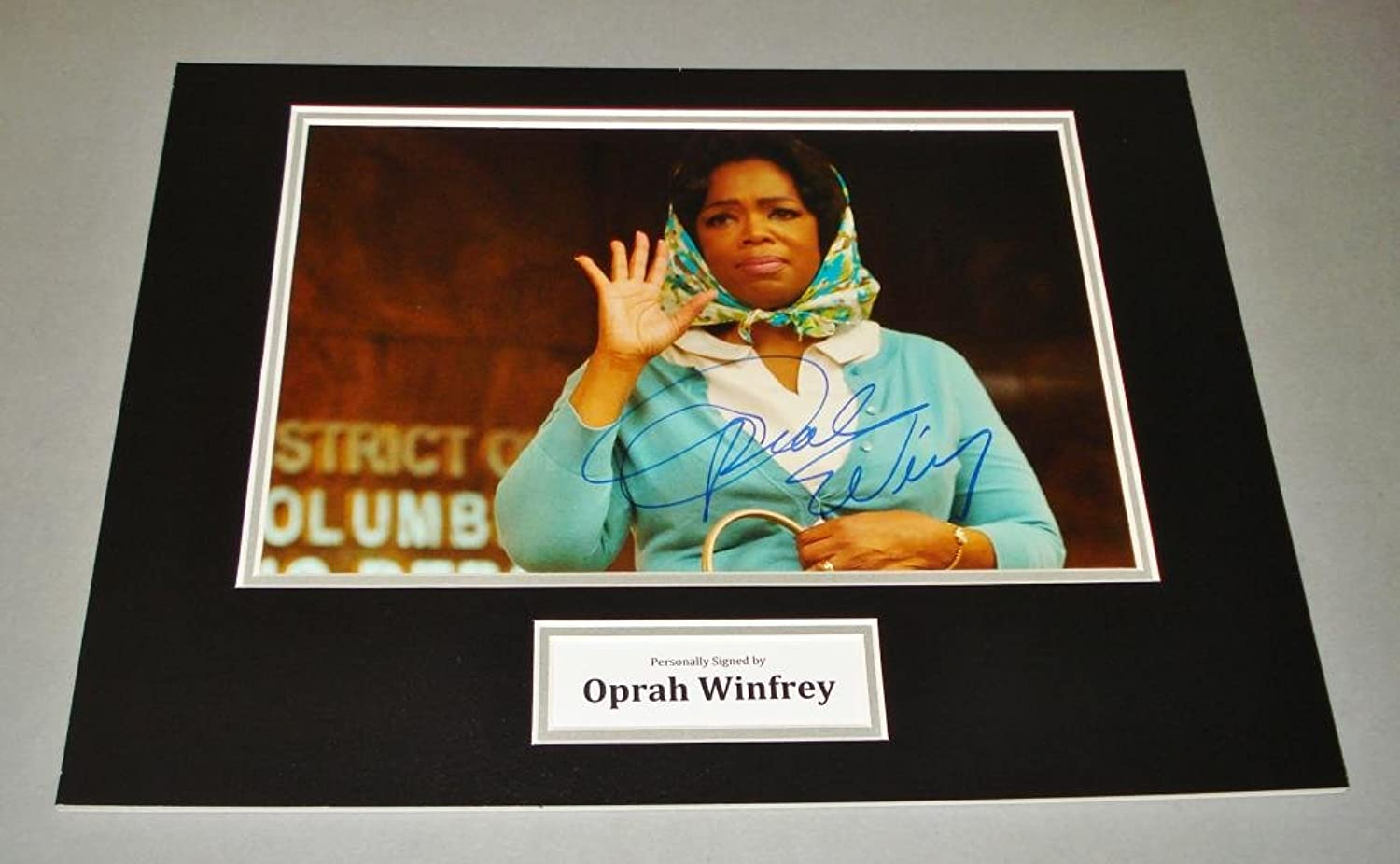 Up North Memorabilia Oprah Winfrey Signed Photo 16x12 The Oprah Winfrey Show Autograph Display + COA