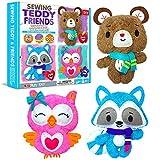 KraFun Kit de costura para niños principiantes arte y manualidades, incluye 3 muñecas de peluche, instrucciones y materiales de fieltro de felpa, habilidades de bordado - Teddy & Friends