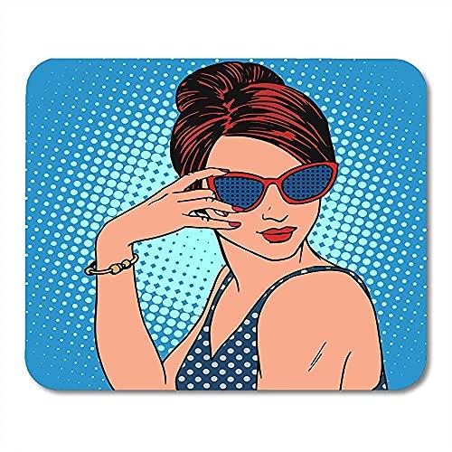 Estera de juego Fashionista Retro Chica en Gafas de sol Hermosa Mujer en el Resort Pop Vintage