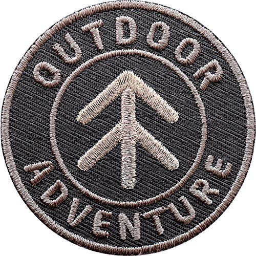 Club of Heroes 2 x Outdoor Adventure Abzeichen 55 mm gestickt mit Silber Stickerei/Aufnäher Aufbügler Sticker Patch für Kleidung Rucksack Mode Taschen/Camping Trekking Pfeil Kompass Wandern