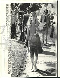 Historic Images - 1972 Press Photo Tricia Nixon Cox, Daughter of President Nixon, with Campaigners