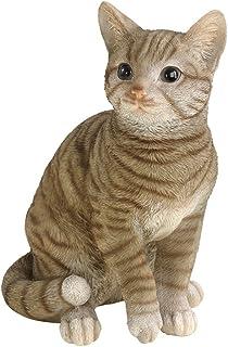 En katt som trädgårdsprydnad.