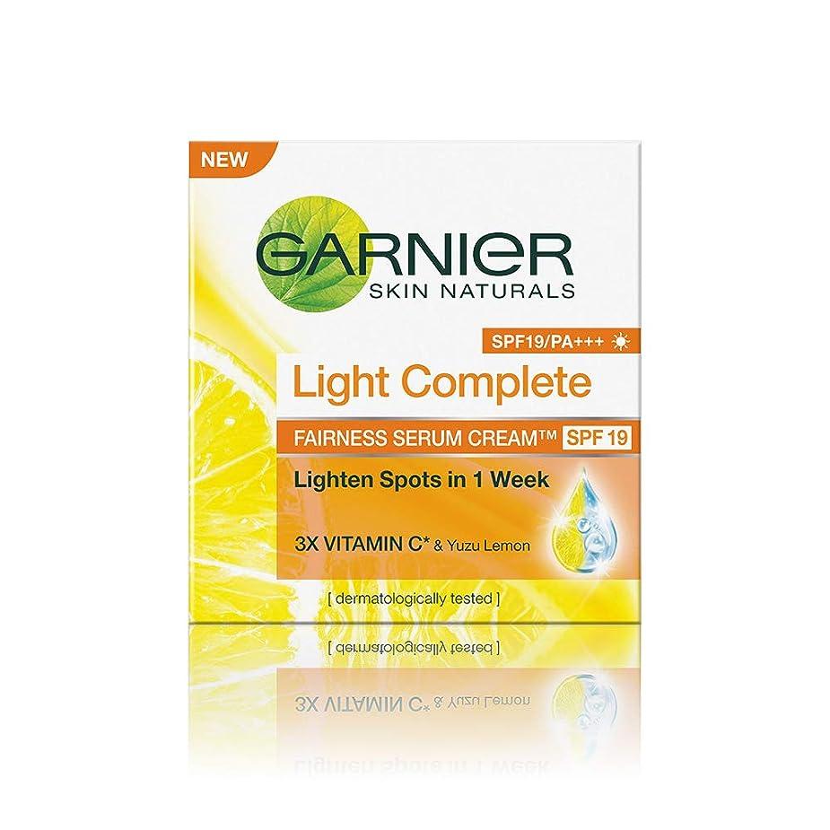 枯渇するブリーフケース静めるGarnier Skin Naturals Light Complete Serum Cream SPF 19, 45g