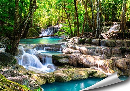 ARTBAY Tropischer Wasserfall im Wald - Poster XXL - 118,8 x 84 cm |Zauberhafter Wasserfall in einem von Sonne durchfluteten Wald, Thailand | Natur Poster |Premium Qualität
