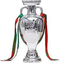 Cl/és Matryoschka avec le troph/ée officiel de la Coupe du monde 2018 Le Porte FIFA