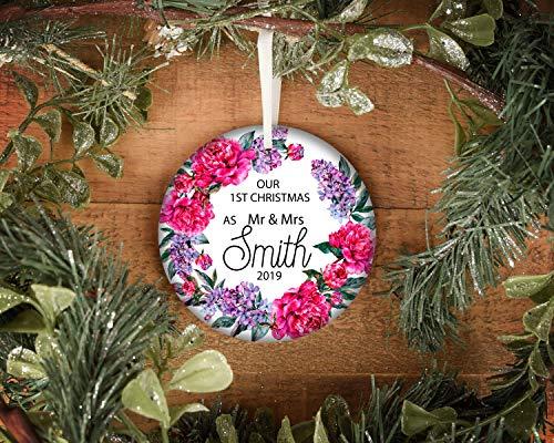 Lplpol Ornamento rústico de primera Navidad como Mr & Mrs de cerámica, adorno de cerámica casada para recién casados de Navidad, adorno de cerámica de boda, adorno de madera luces #6 3 pulgadas