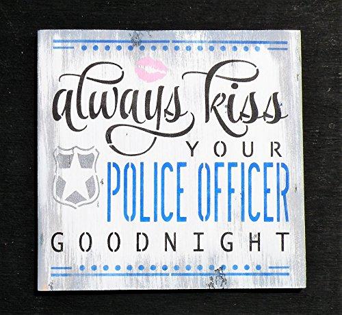 Norma Lily Always Kiss Ihr Police Officer Goodnight Schild Distressed Kiefernholz Gesetzeshüter Schild Decor Hand Bedruckt Police Zitat Schild weiß Waschen