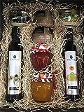 Cesta regalo gourmet con aceite oliva virgen extra, vinagre D.O. Jerez y patés de La Chinata, mermelada natural artesana reina extra y cerezas y cremas de queso de la Serena y queso de cabra Deliex