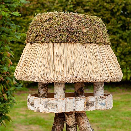 VOSS.garden Ovales Vogelhaus Pellworm mit Reetdach, Naturbelassene Birke 46x29cm große Futterplatte, Vogelfutterstation Vogelvilla Futterhaus Vogelhäuschen