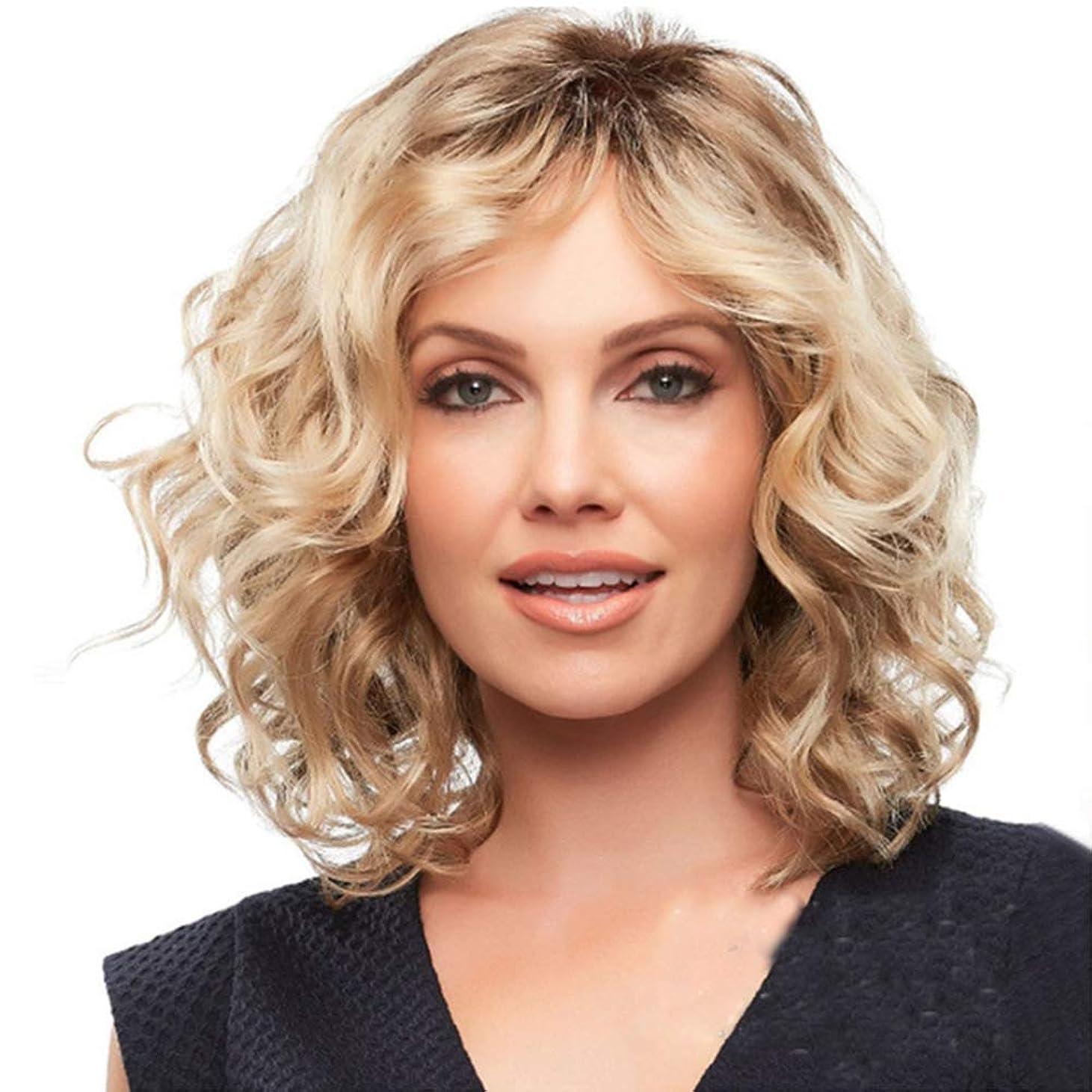 いらいらするピジン劇作家女性のための短い巻き毛のかつらブロンドの小さな波髪かつら自然な探し耐熱性合成ファッションかつら女性のための短い巻き毛のかつら