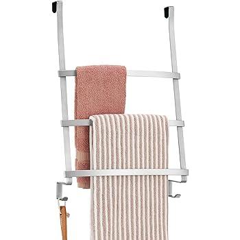 mDesign Colgador de toallas para puerta – Toallero escalera para colocar en el baño sin tornillos – Moderno organizador colgante con tres barras y dos ganchos para colgar – plateado: Amazon.es: Hogar
