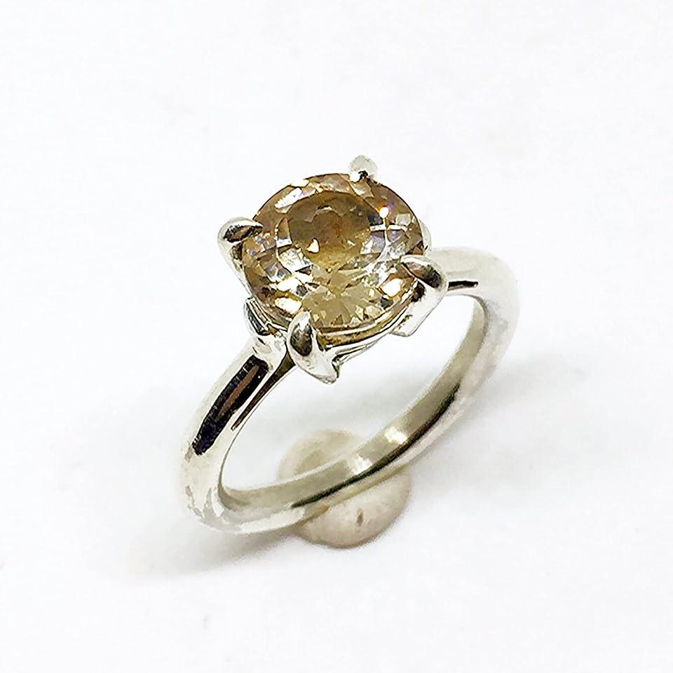 Schöner Ring mit schillerndem Heliodorus (Gelber Beryll) aus Brasilien von 8,50 x 7,02 mm und 2,89 Karat. Ring komplett von Hand aus Sterlingsilber gefertigt.