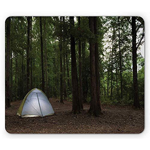 Dunkle Wald-Mausunterlage, malerisch von einem Zelt, das in einem Wald als das tagsüber einstellende glückliche rutschfeste GummiMousepad des Reisemobils aufgestellt Wird