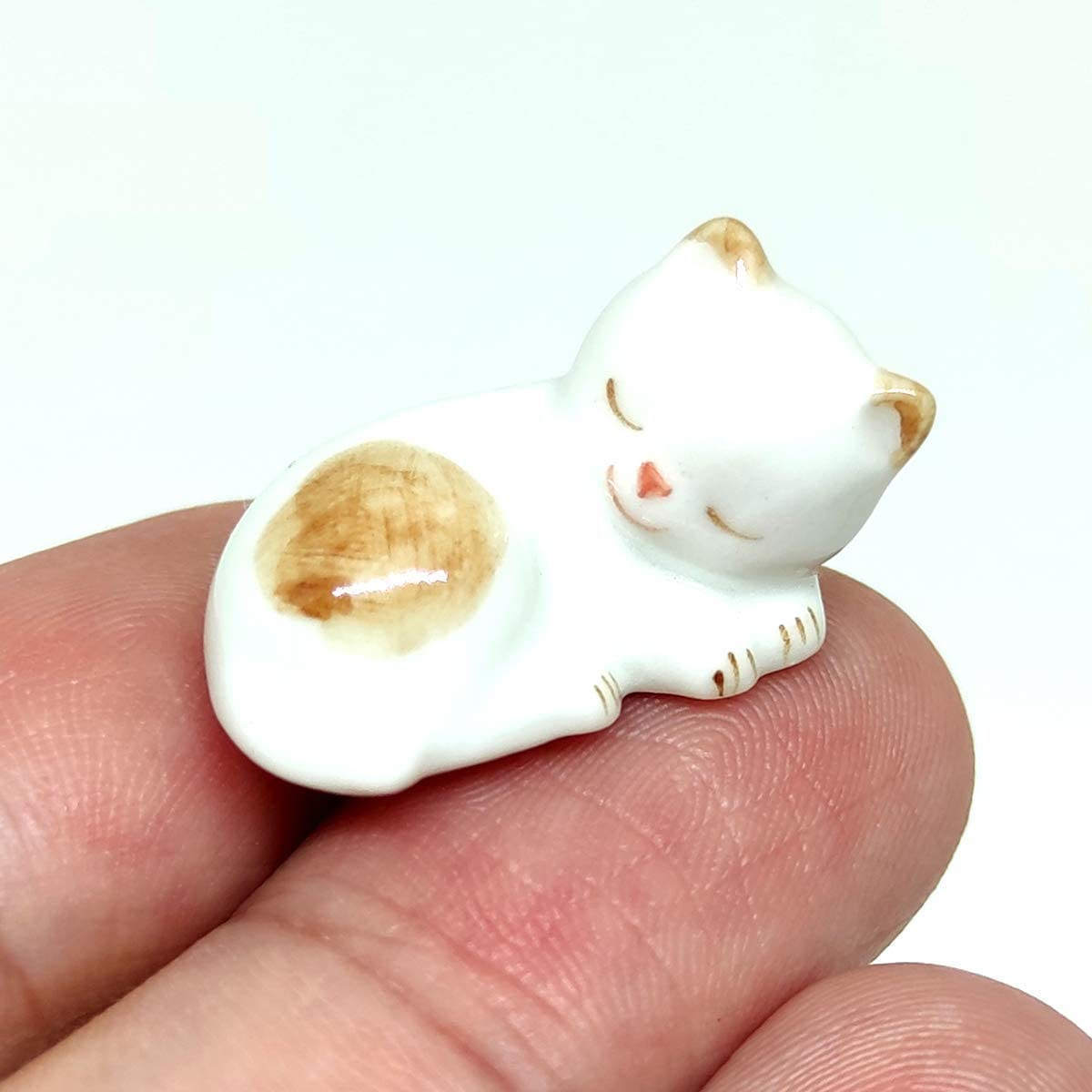 SSJSHOP Kitten Sleeping Cat Micro Tiny Dollhouse Figurines Ceramic Hand Painted Animals Collectible Small Gift Home Garden Decor,