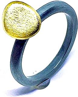 Elegante anello dal design unico realizzato in Oro 18K e Argento Sterling. Anello.