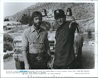 Historic Images - 1983 Press Photo Director Steve Carver with Chuck Norris in Lone Wolf McQuade