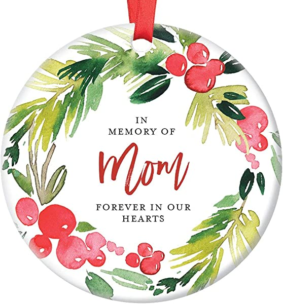 In Memory Of Mom Christmas Ornament Memorial For Mother Forever In Our Hearts Son Daughter Pretty Holly Wreath Ceramic Holiday Remembrance Keepsake Present 3 Flat Porcelain W Red Ribbon Free Box