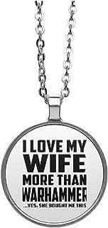 I Love My Wife More Than Warhammer - Round Necklace Collar, Colgante, Bañado en Plata - Regalo para Cumpleaños, Aniversario, el Día de la Madre, del Padre, de Pascua