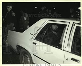 Vintage Photos 1986 Press Photo Police by Murder Suspect Nathaniel Anthony in car in Alabama