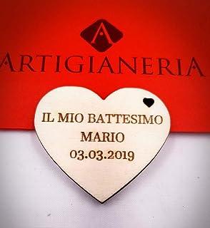Artigianeria - Set di n°20 (o più) pezzi. Cuore in legno personalizzato con nome e data. Ideale come bomboniera o segnapos...