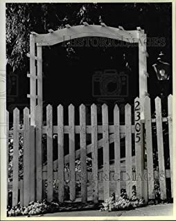 Historic Images - 1983 Press Photo Oriental Motif Arch Frames Simple White Picket Fence.