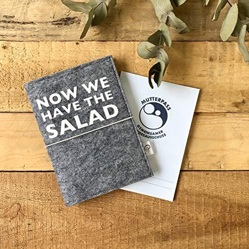 Witzige Mutterpasshülle aus Filz | Now we have the salad | Mutterpassumschlag | Geschenk für werdende Mütter