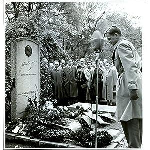 Vintage photo of Tenth Memorial at Per Albin39;s grave, Social Democratic Youth Club slays wreath