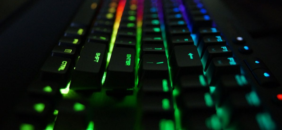 Meetion Gaming Keyboard USB Wired, Water-Resistant with Rainbow Backlit, Ultra-Slim with 19 Anti-Ghosting Keys