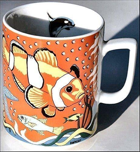BOPLA! VESPUCCI (Grundfarbe rot) Serie OCEAN (0,30 Fisch MAXI TASSE Häferl MUG - MAXI TAZZA - MAXI CUP - MAXI TAZA 0,3 l, 10-1/2 fl. oz. Einzelgewicht: 302g - Geeignet für alle heißen und kalten Getränke. Ihre Geschenk-Idee zum Sammeln. Platzsparend stapelbar. In verschiedenen Dekoren und Farbvariationen zur Auswahl