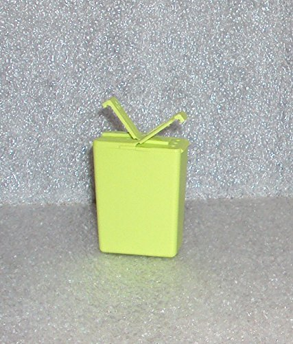 Tupperware Personal Salt and Pepper Shaker Pocket Size Wasabi Green by Tupperware