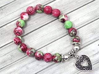 Bracciale da donna in giada e perla tinto di rosso e verde con pendente in filigrana a forma di cuore