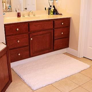 white fluffy bathroom rugs