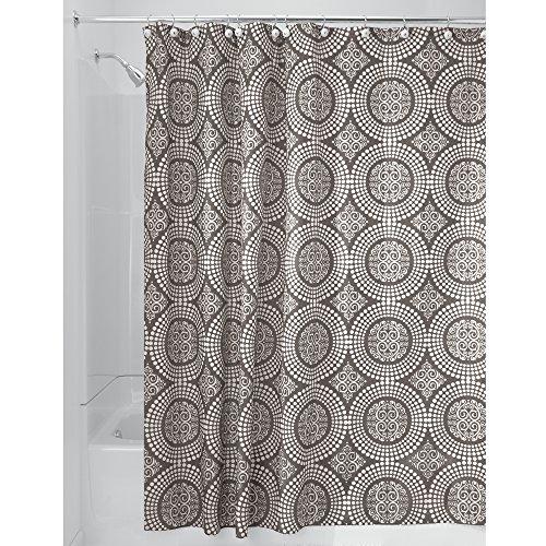 iDesign Medallion Textil Duschvorhang | 180 cm x 200 cm Duschabtrennung für Badewanne und Duschwanne | Vorhang aus Stoff mit verstärkter Oberkante | Polyester beige