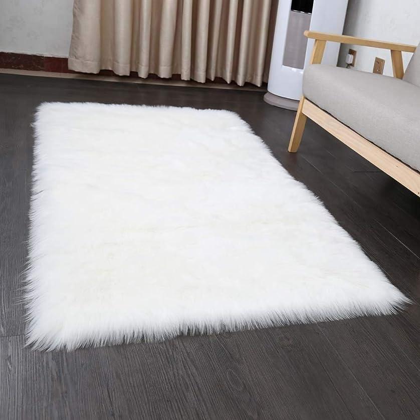些細な袋平手打ちHLZDHKJ フェイクシープスキンラグ 60X90cmムートンマット 洗える 人工ウールマット長毛 絨毯 ふんわり 柔らか滑り止め付き高級感あるソファシートリビングルームベドルームラグ (ホワイト)