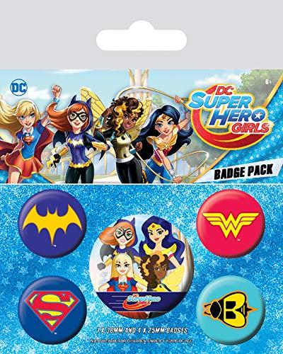 DC Super Hero Girls–Logotipo 's insignias Pack de Pyramid Internacional Con licencia oficial. Set contiene 4x 25mm insignias y 1x 32mm insignias