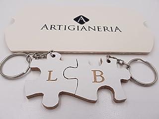ArtigianeriA - Coppia di portachiavi in legno separabili stile DOPPIO PUZZLE, personalizzato con iniziali a scelta. Realiz...