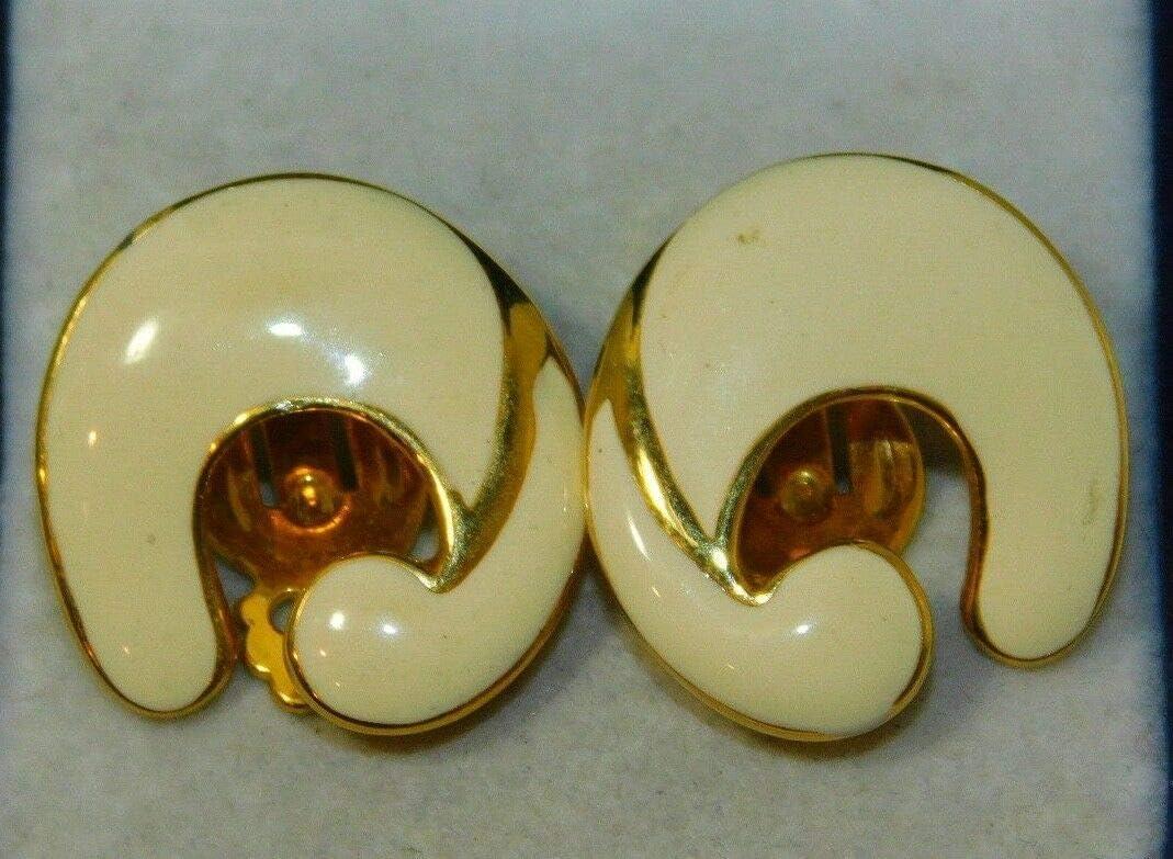 Beautiful Vintage Gold Tone White Enamel Clip On Earrings 11L 13 ES-3188