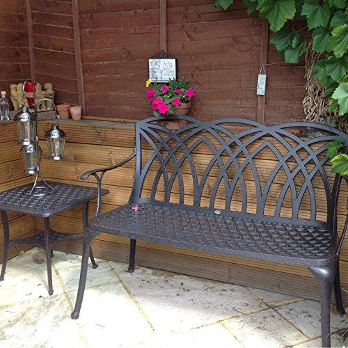 Lazy Susan – SANDRA Quadratischer Kaffeetisch mit 1 APRIL Gartenbank und 2 APRIL Stühlen – Gartenmöbel Set aus Metall, Antik Bronze (Beige Kissen) - 5