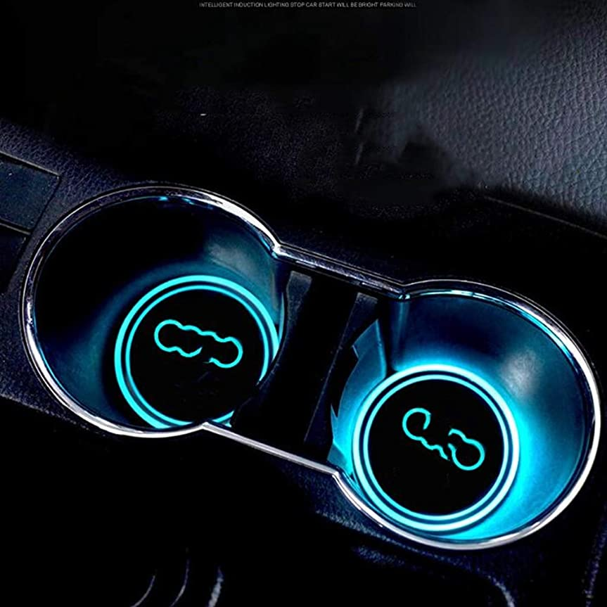 車のロゴカップパッド防水ボトル飲料コースター内蔵ランプの色の交換USB充電パッドLED雰囲気ライトアクセサリー2PCS