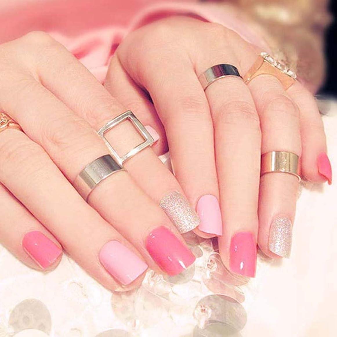 疼痛ナチュラル人差し指XUTXZKA 24ピースピンク色偽爪女性きらめきグリッターネイルアートのヒント短いサイズフルカバービルド爪