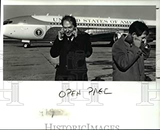 Historic Images - 1988 Press Photo Mayor George Voinovich Plugs Ears as Air Force One Takes Off