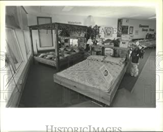 Historic Images - 1995 Press Photo Waterbeds on Display at Latham, New York Mattress Store