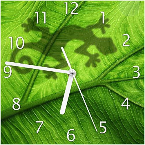 Wallario Design Wanduhr Gecko Schatten auf grünem Blatt - Umriss aus Echtglas, Größe 20 x 20 cm, weiße Zeiger