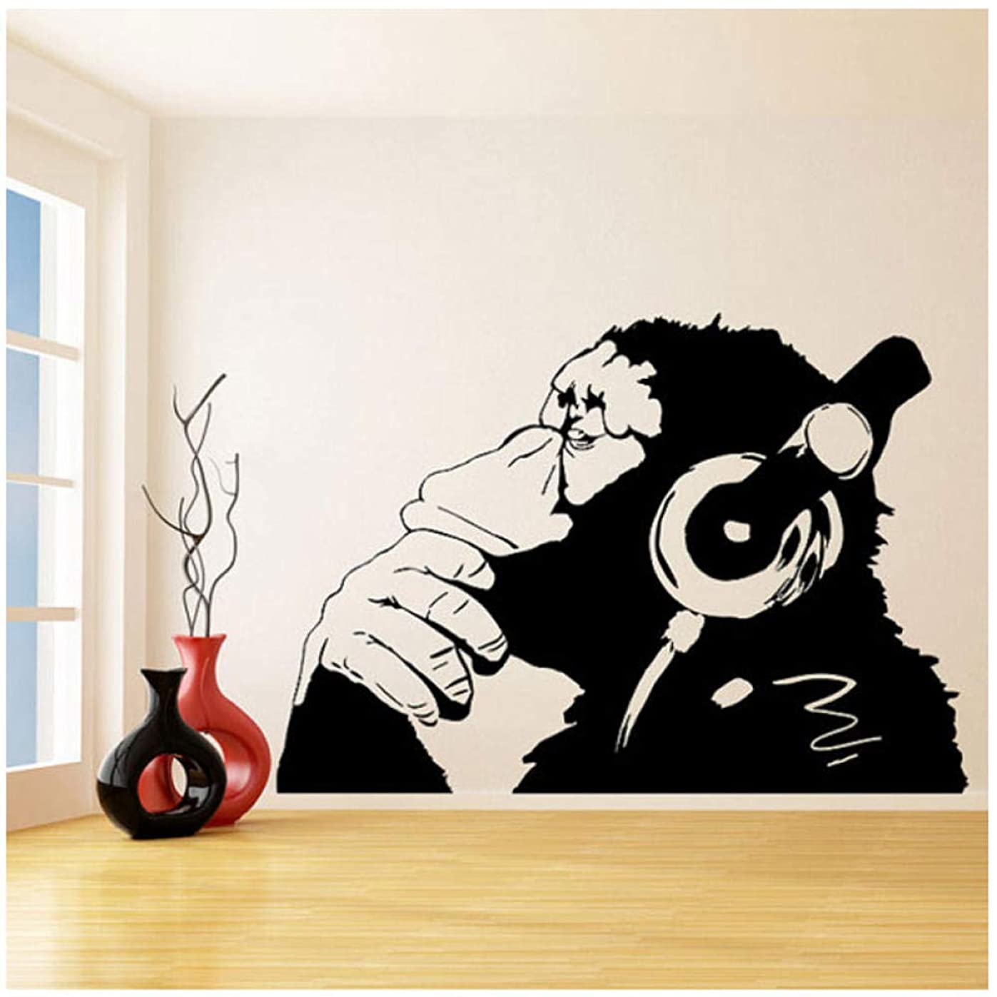 朝対処書士kldfig バンクシービニール壁デカールモンキーヘッドフォン付き/単色チンパンジーでイヤホンで音楽を聴く/ストリートグラフィティステッカー-79 * 56cm