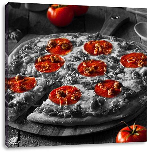 Pepperoni pizza vers uit de ovenCanvas Foto Plein | Maat: 60x60 cm | Wanddecoraties | Kunstdruk | Volledig gemonteerd