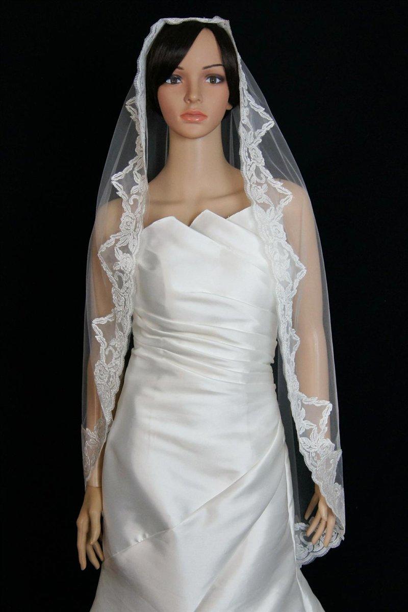 Bridal Mantilla Veil Diamond (Off) White 1 Tier Knee Length Thick Lace Edge