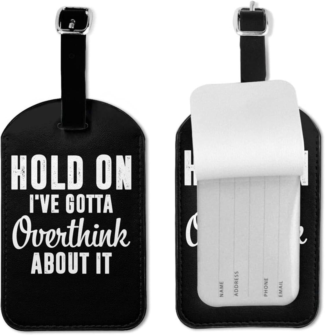 BVlleorueoi Etiquetas de equipaje de cuero para maletas con tarjeta de identificación de nombre para viajes Hold On I Gotta Overthink About It Etiquetas de equipaje para hombres, niños y mujeres